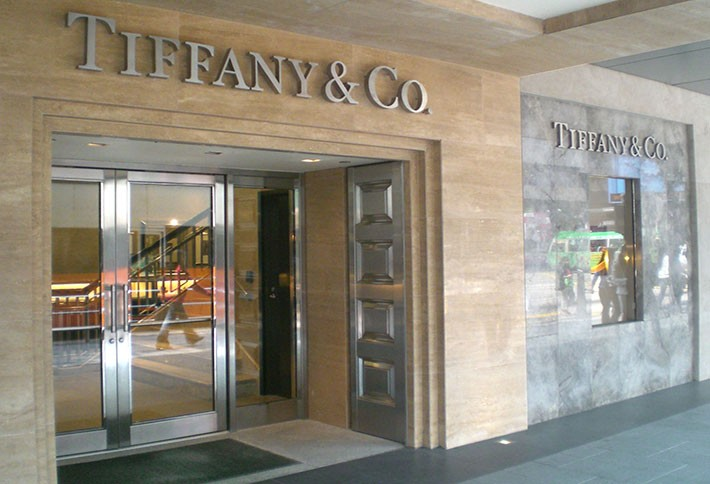 Tiffany Holiday Sales Dip in US, Plummet in Japan